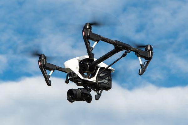 mid Groß-Gerau - Besitzer besonders schwerer Drohnen brauchen einen speziellen Führerschein. Das hat sich aber noch nicht überall herumgesprochen. Powie / Pixabay.com / CC0