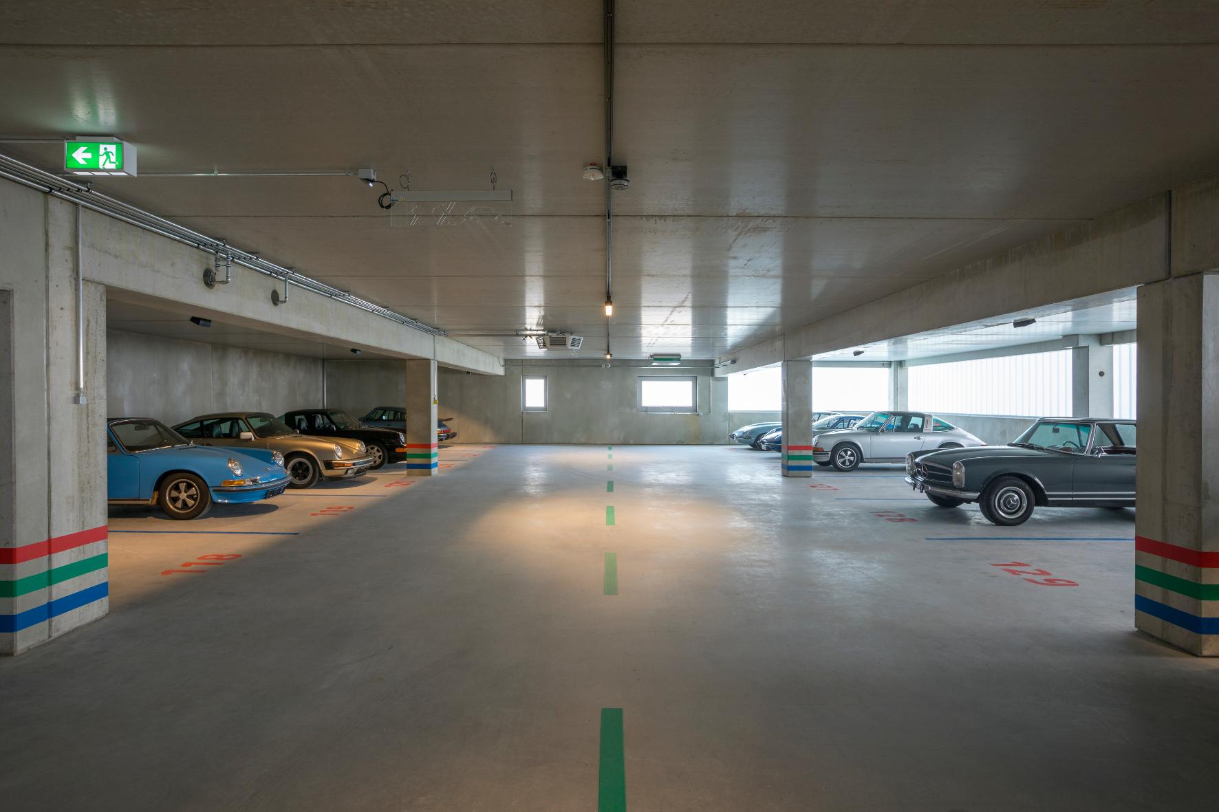 mid Groß-Gerau - Schatzkammer: Das Design-Parkhaus in Frankfurt am Main bietet automobilen Kostbarkeiten ein neues Zuhause. Eastgarage