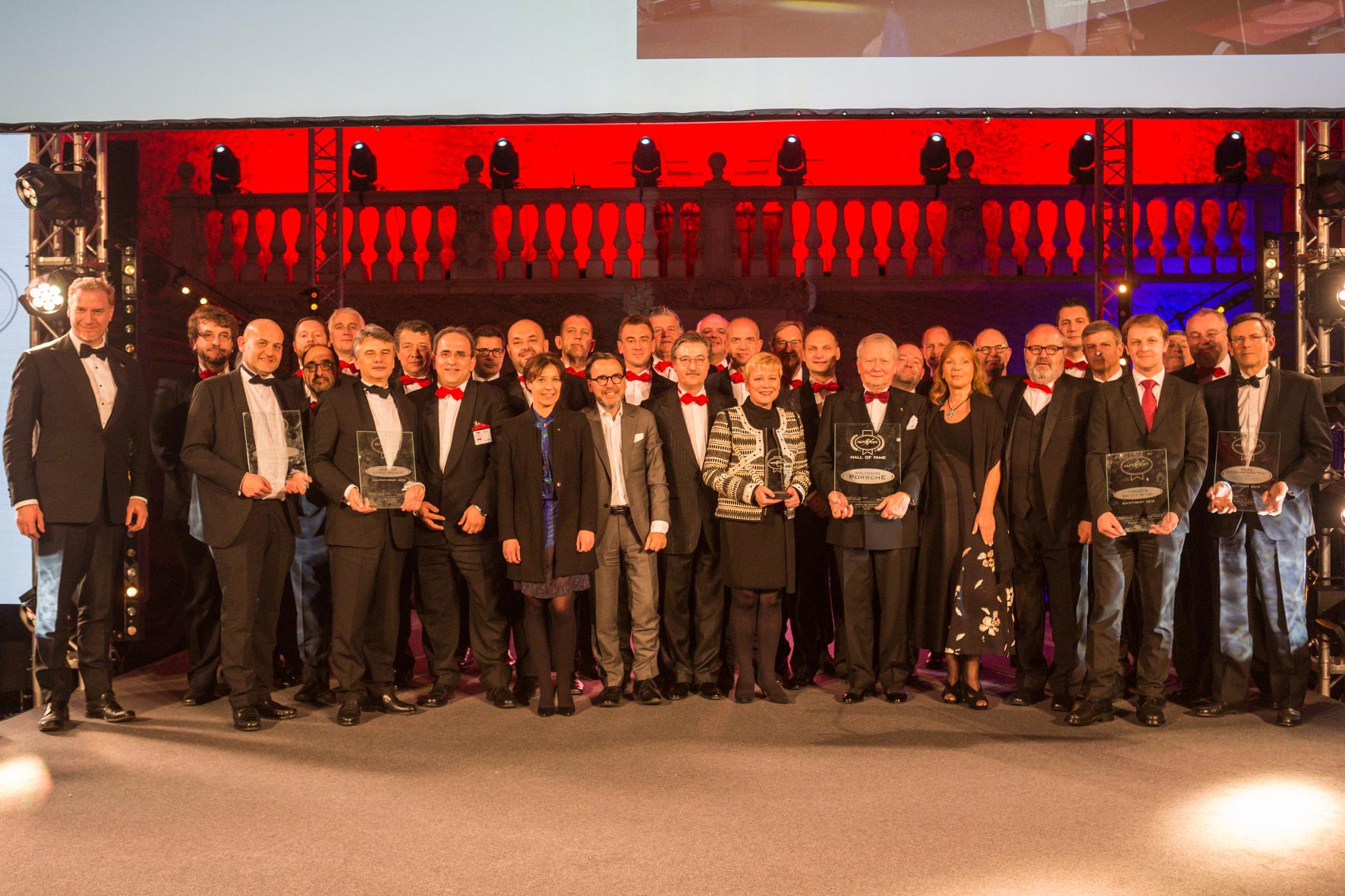 mid Groß-Gerau - Gruppenfoto mit den Siegern des Jahrgangs 2018 und der AUTOBEST-Jury im Salzburger Karl Böhm Saal. AUTOBEST