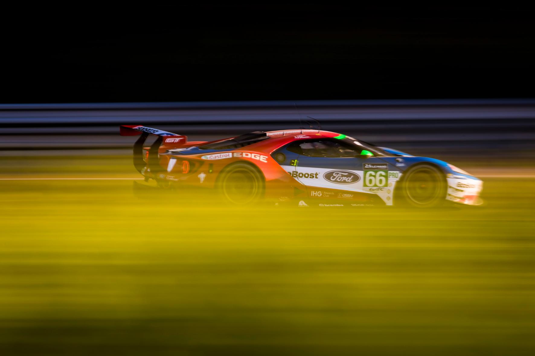 mid Groß-Gerau - Eindrucksvolle Vorstellung: ein Ford GT im Juni 2017 auf dem Circuit de la Sarthe von Le Mans. Ford / Drew Gibson