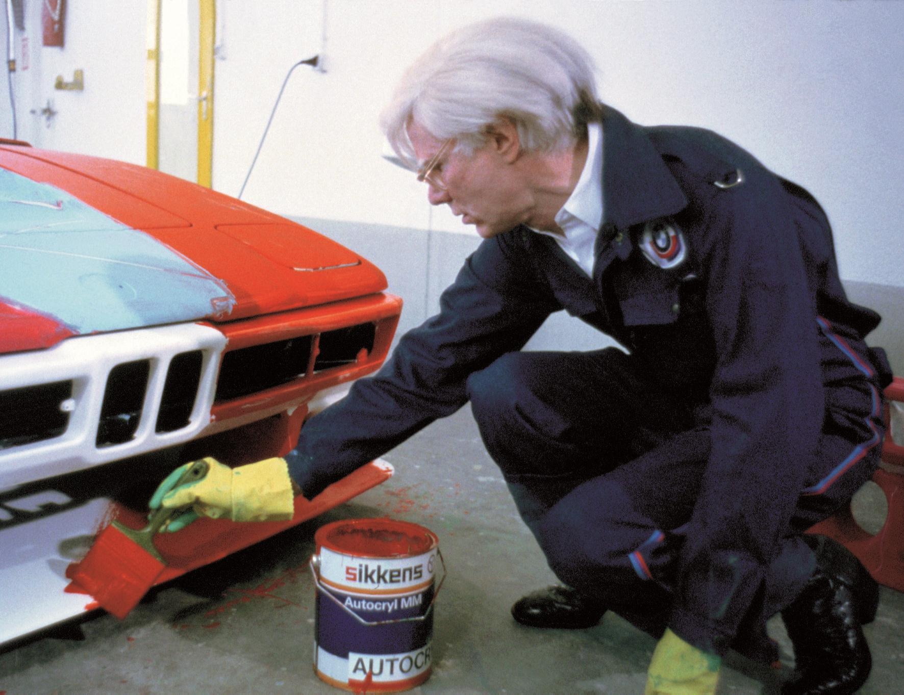 mid Groß-Gerau - Im Jahr 1979 nutzt Andy Warhol einen BMW M1 als Leinwand. BMW