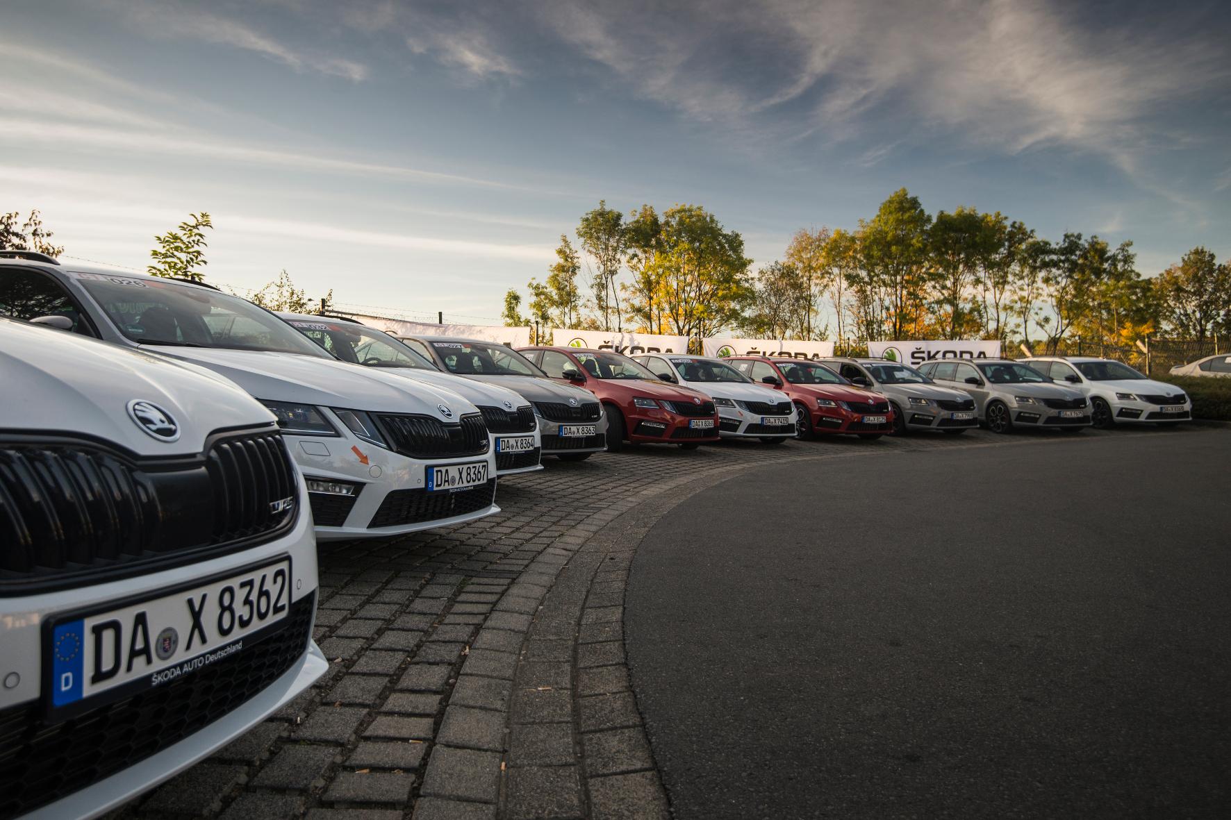 mid Nürburgring - Skoda Auto Deutschland stellt für das Herbsttraining das sportliche Familienauto Octavia RS als Limousine und Kombi zur Verfügung. Skoda