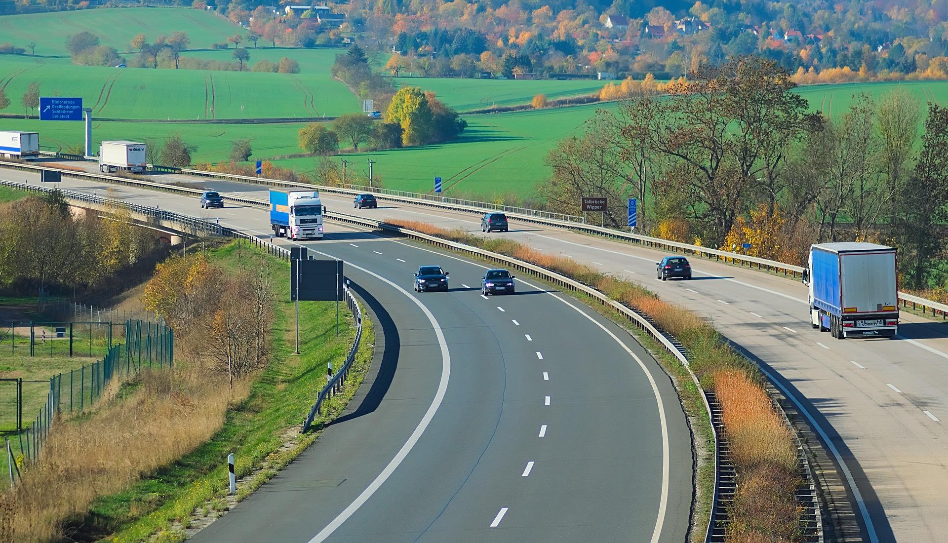 mid Groß-Gerau - Erstmals soll es für Diesel-Fahrzeuge auch auf der Autobahn Fahrverbote geben. HansLinde / pixabay.com