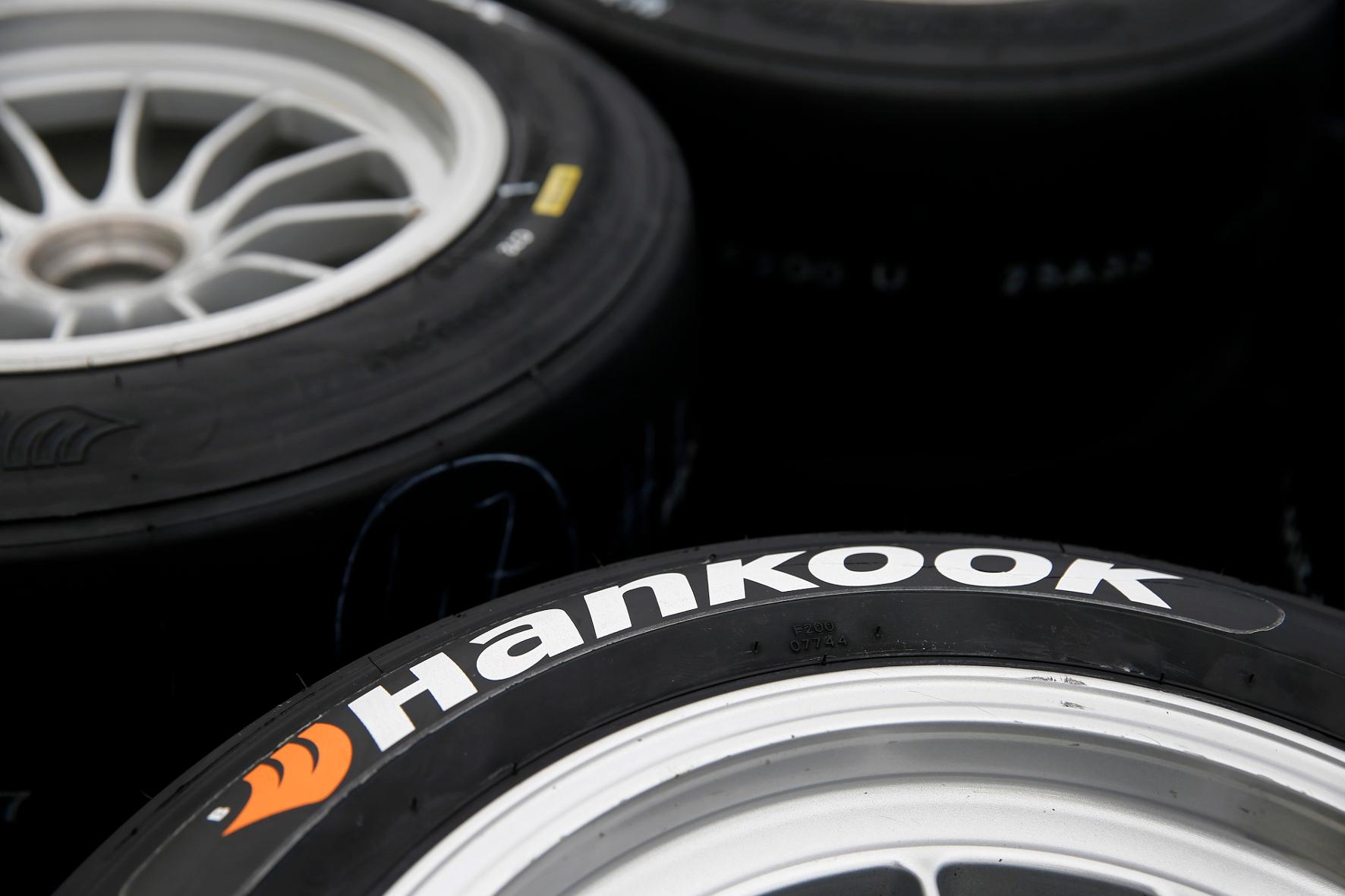 mid Groß-Gerau - Reifenhersteller Hankook ist ab 2019 Partner von Renault Sport Racing für den
