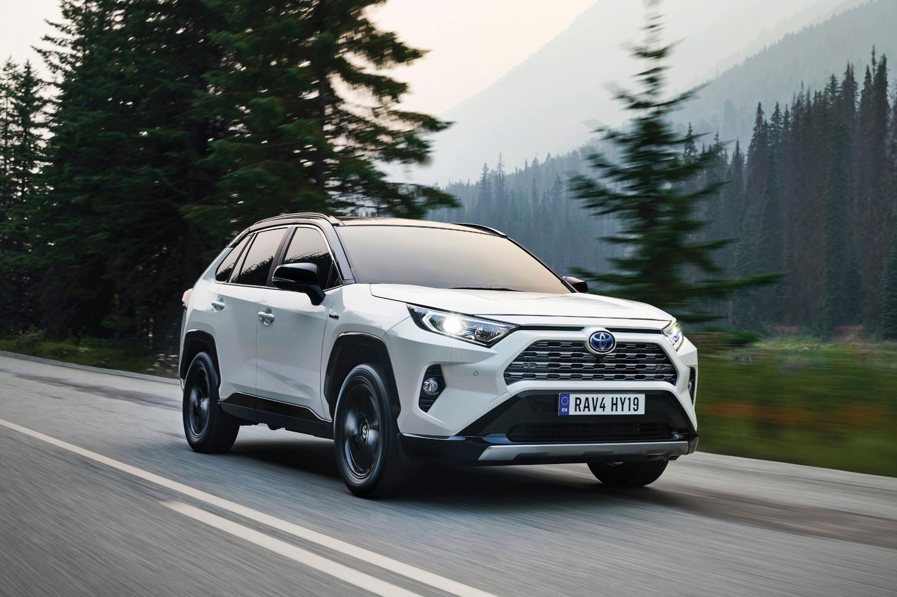 mid Barcelona - Schon ab 29.990 Euro ist die fünfte Generation des SUV-Urahns Toyota RAV4 zu haben. Toyota