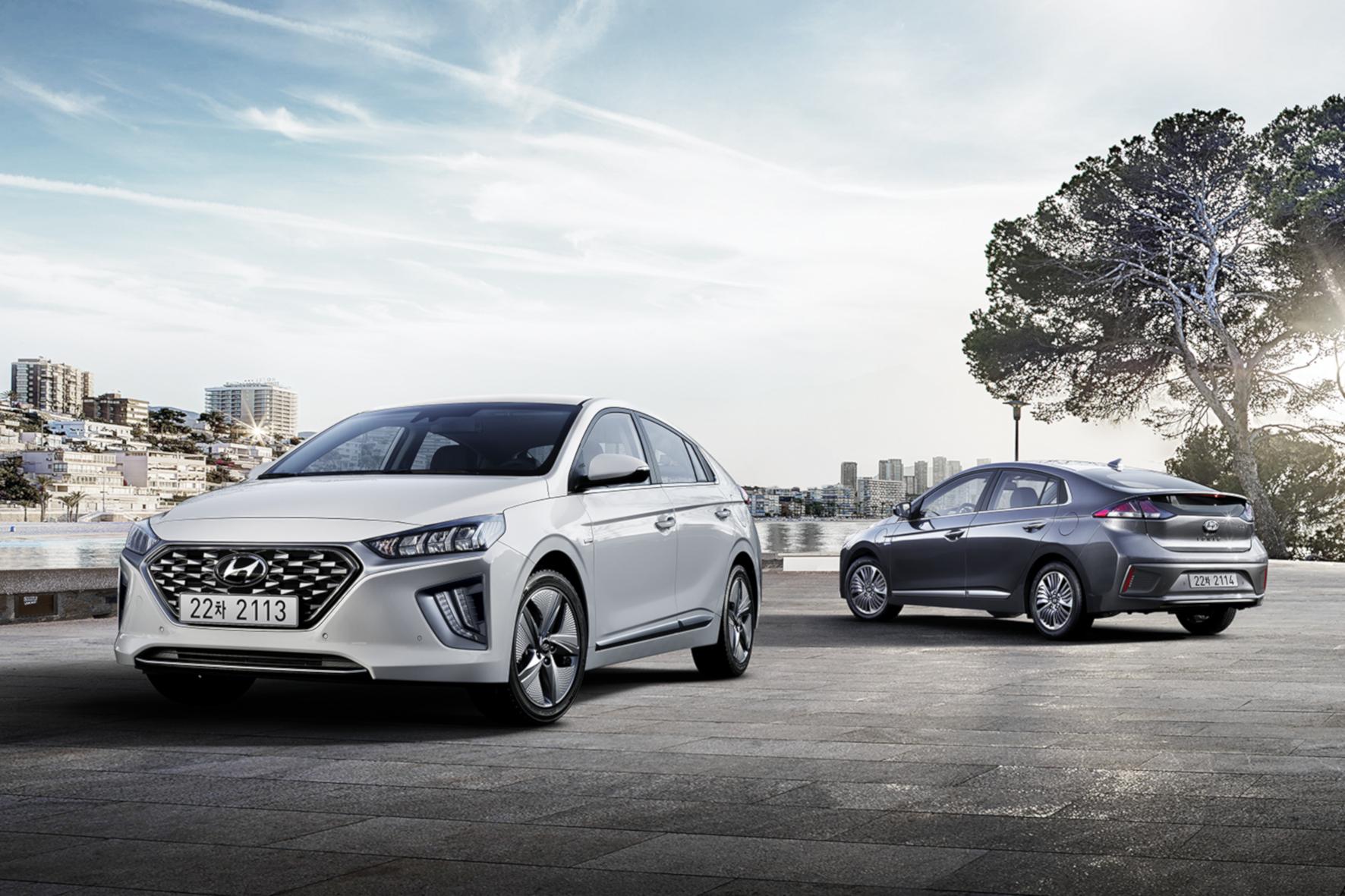 mid Groß-Gerau - Der Hyundai Ioniq Hybrid und die Plug-in-Version starten im kommenden Sommer mit diversen Verbesserungen durch. Hyundai