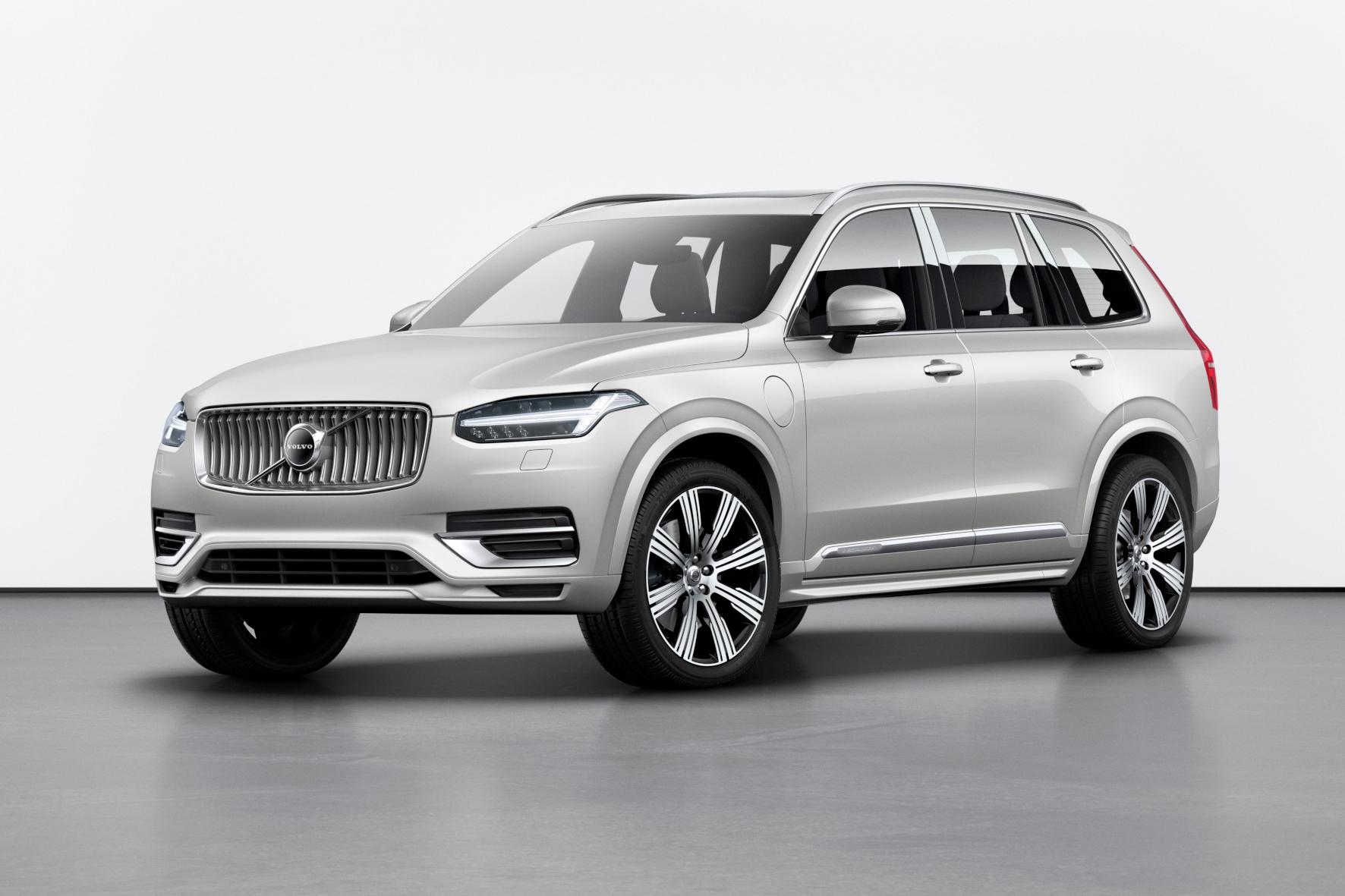 mid Groß-Gerau - Der Volvo XC90 startet mit behutsam erneuerter Front ins Modelljahr 2020. Volvo