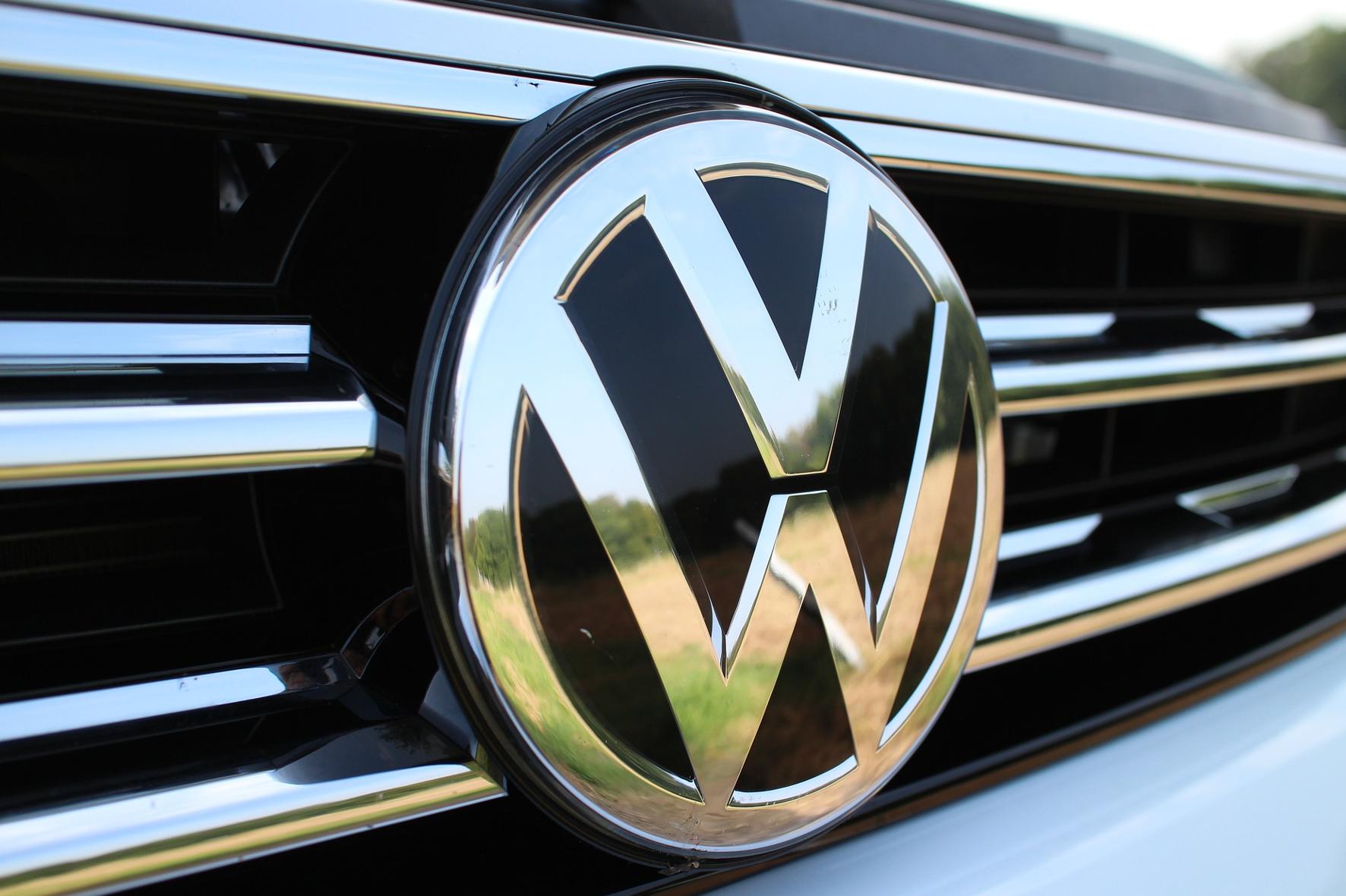 mid Groß-Gerau - Das VW-Emblem glänzt: Der Konzern hat trotz der Diesel-Affäre im Geschäftsjahr 2018 einen Gewinn eingefahren. Volkswagen