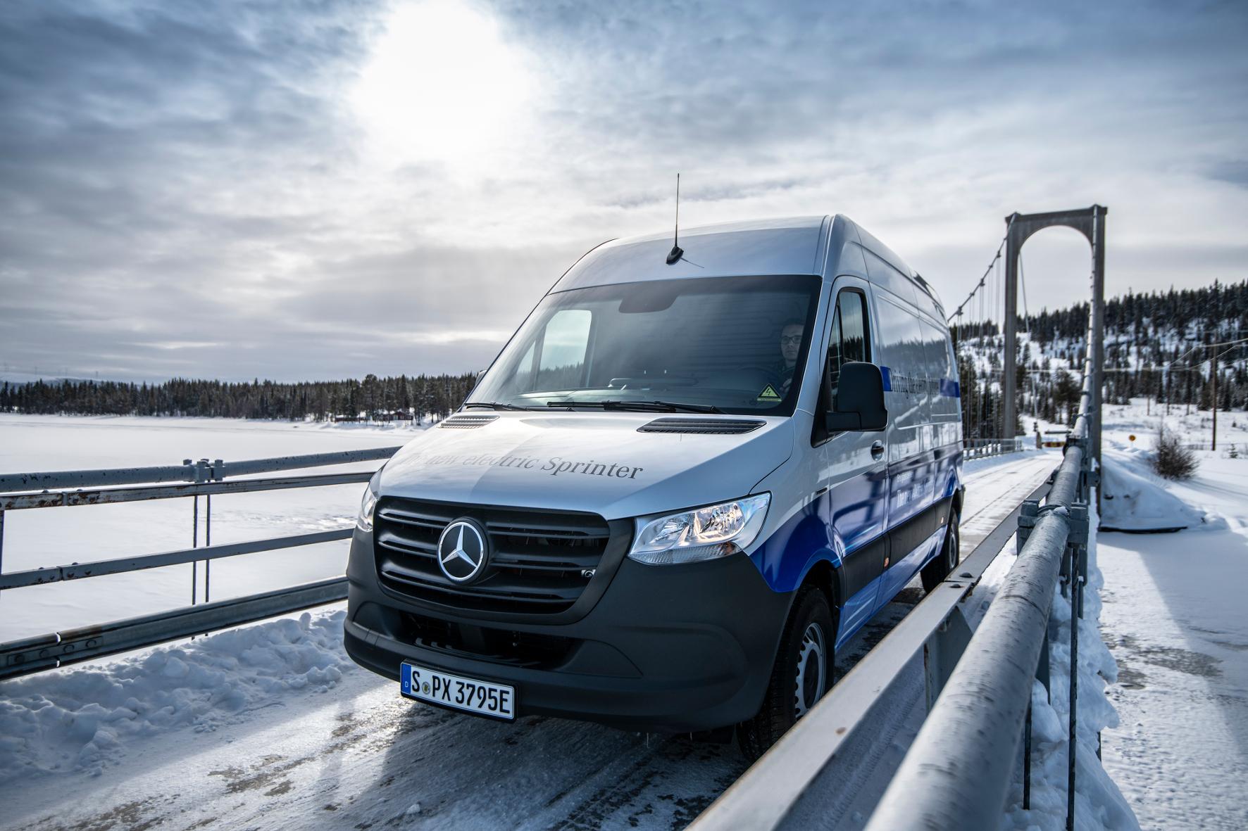 mid Groß-Gerau - Bei Temperaturen von minus 30 Grad Celsius, vereister Fahrbahn und tiefem Schnee muss der eSprinter seine Einsatzfähigkeit unter Beweis stellen. Daimler