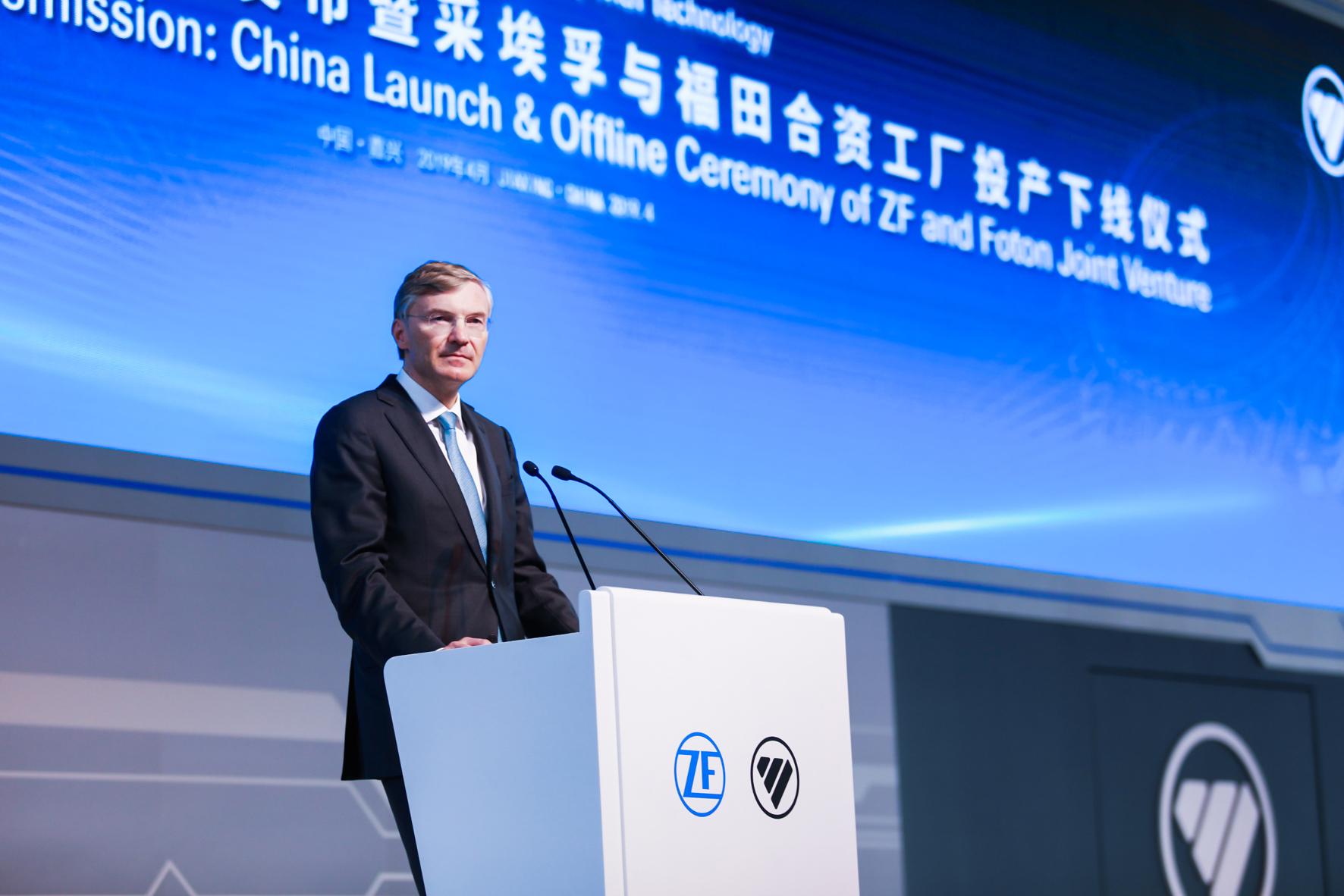 mid Groß-Gerau - Wolf-Henning Scheider, Vorsitzender des Vorstands der ZF Friedrichshafen AG, eröffnet die Joint-Venture-Fabrik von ZF und Foton in Jiaxing (China). ZF