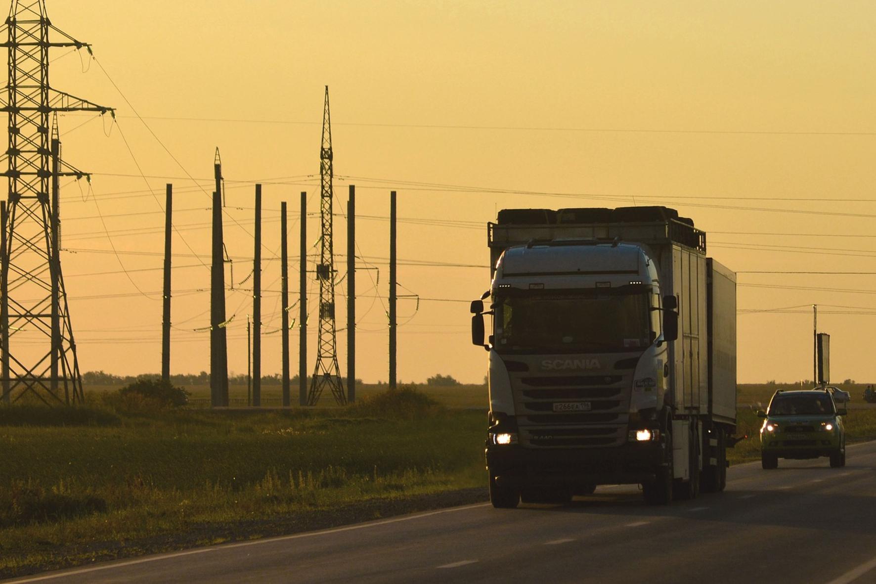 mid Groß-Gerau - Lkw sollen sauberer werden: Die EU verschärft bis 2030 schrittweise Grenzwerte für den CO2-Ausstoß von Nutzfahrzeugen. Pixabay.de / Vladimir Fayl