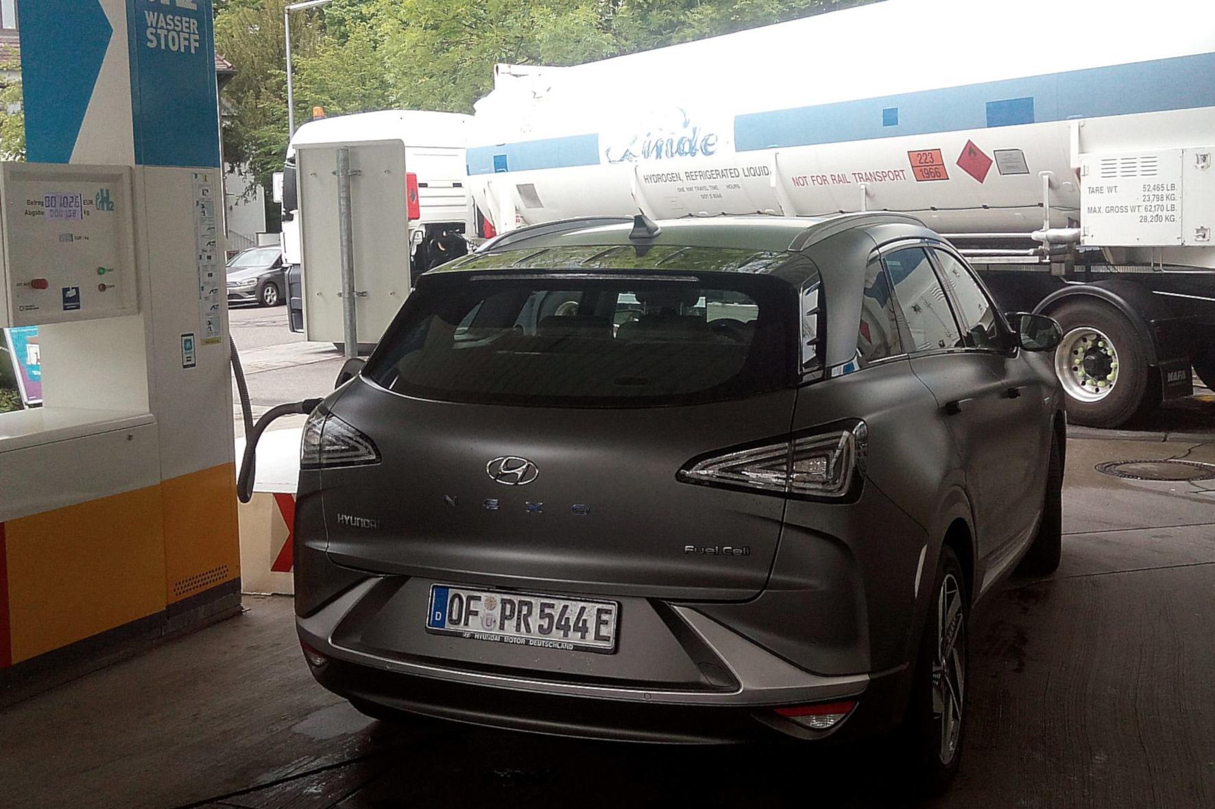 mid Groß-Gerau - Wasserstoff-Autos mit einer Reichweite von rund 500 Kilometern sind E-Autos mit großem Akku überlegen. Rudolf Huber / mid