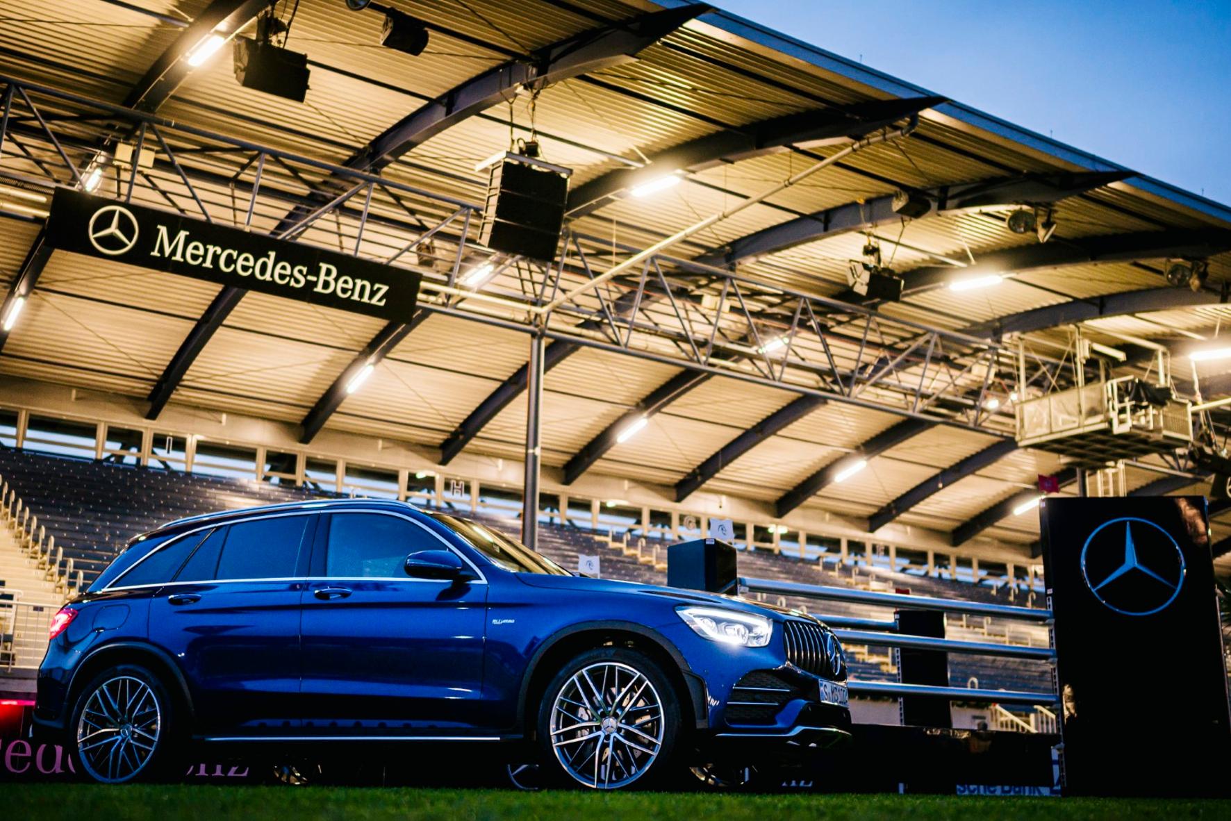 mid Groß-Gerau - Star im Reitstadion: der neue Mercedes-AMG GLC 43 4Matic. Daimler