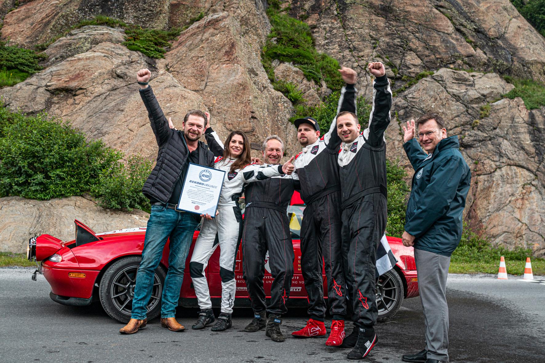 mid Groß-Gerau - Siegerfreuden: Das Mazda-Team ist Rekordhalter in einer kurvigen Disziplin. Mazda