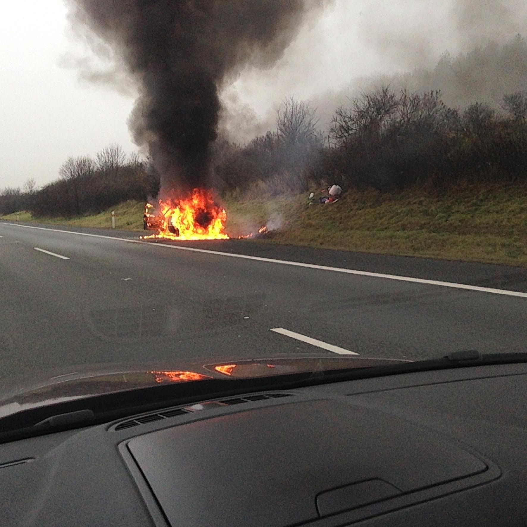mid Groß-Gerau - Vorsicht Brandgefahr: Ein Unfall mit einem Elektroauto kann fatale Folgen haben. edusoft / pixabay.com