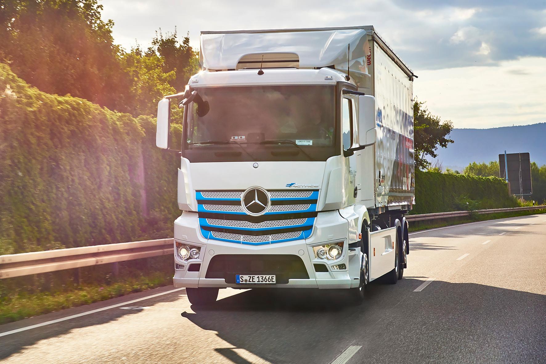 mid Groß-Gerau - Der eActros ist im intensiven Kundeneinsatz in Deutschland und der Schweiz. Daimler