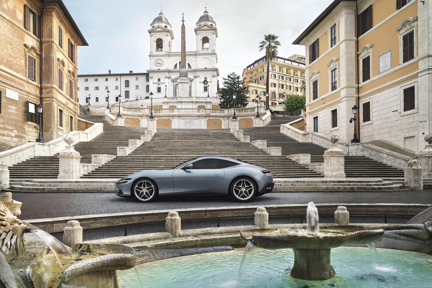 mid Groß-Gerau - Auch vor der Spanischen Treppe in Rom macht der Sportler eine gute Figur. Ferrari