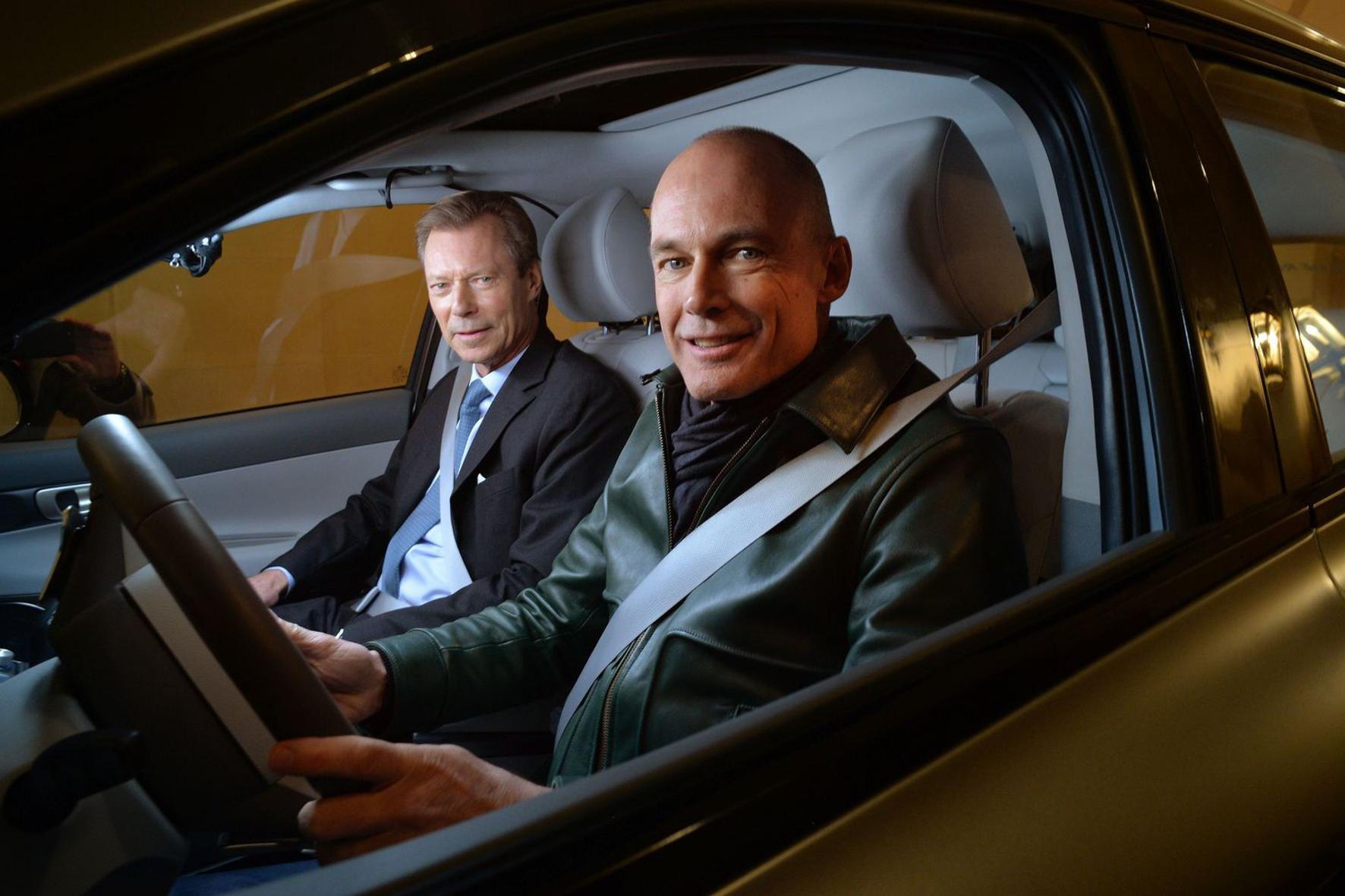 mid Groß-Gerau - Hoheiten: Luft- und Raumfahrer Bertrand Piccard am Steuer des Wasserstoff-Hyundais Nexo, begleitet vom luxemburgischen Großherzog Henri. Hyundai