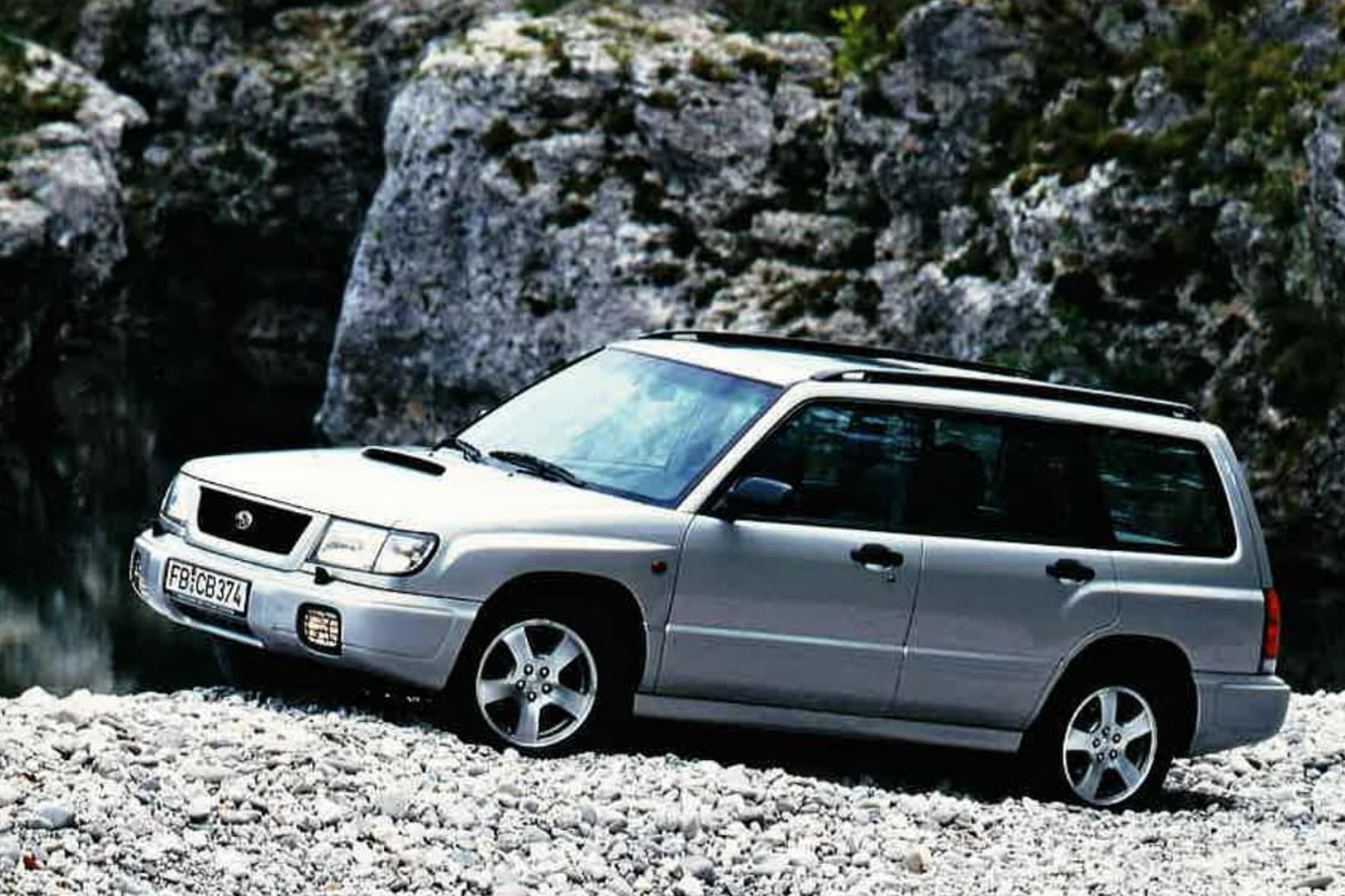 mid Groß-Gerau - Die Hutze auf der Motorhaube verspricht Kraft, und davon hat der Subaru Forester S-turbo von 1999 zum Preis von 54.990 DM wahrlich genug. Subaru