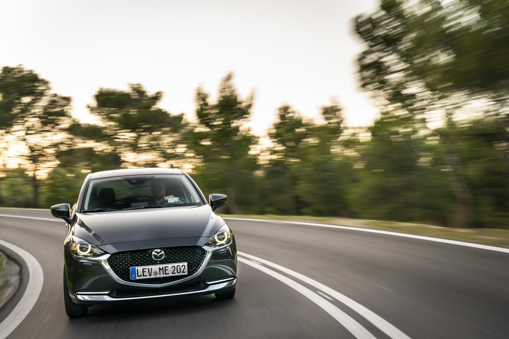 mid Athen - Der modellgepflegte Mazda2 ist an der modifizierten Frontpartie zu erkennen. Mazda