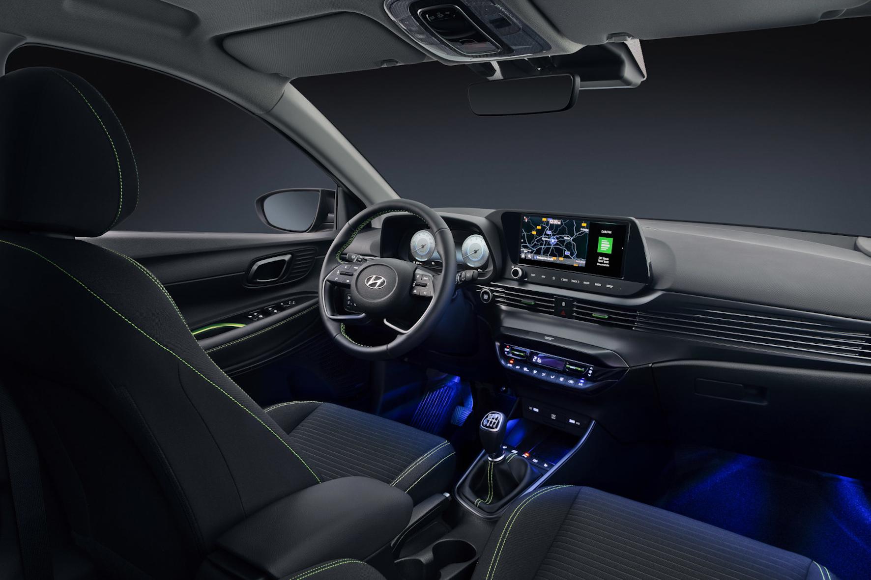 mid Groß-Gerau - Die Lamellen-Struktur des Armaturenbretts und die Ambientebeleuchtung sorgen im i20 für Premium-Gefühle. Hyundai