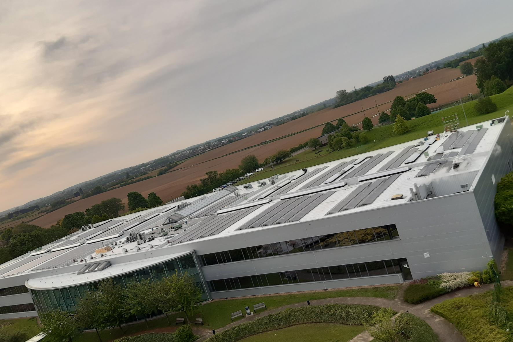 mid Groß-Gerau - Am Standort in Brüssel hat Toyota jetzt ein neues Windrad sowie eine Solaranlage mit 1.400 Modulen in Betrieb genommen. Toyota