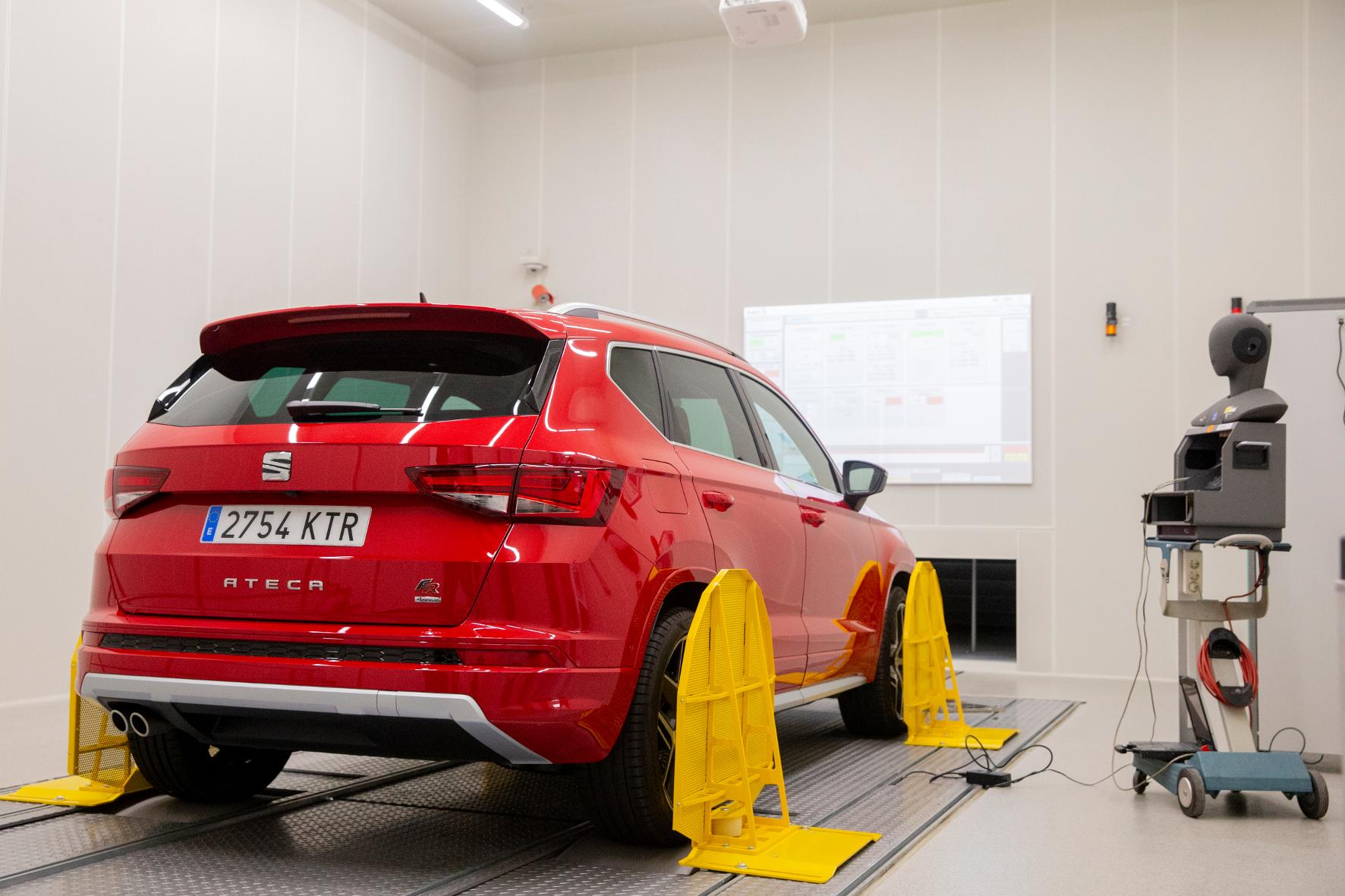 mid Groß-Gerau - Die Automobilindustrie verwendet reflexionsfreie Räume, um die von einem Auto erzeugten Geräusche zu definieren und den Lärm zu minimieren Seat