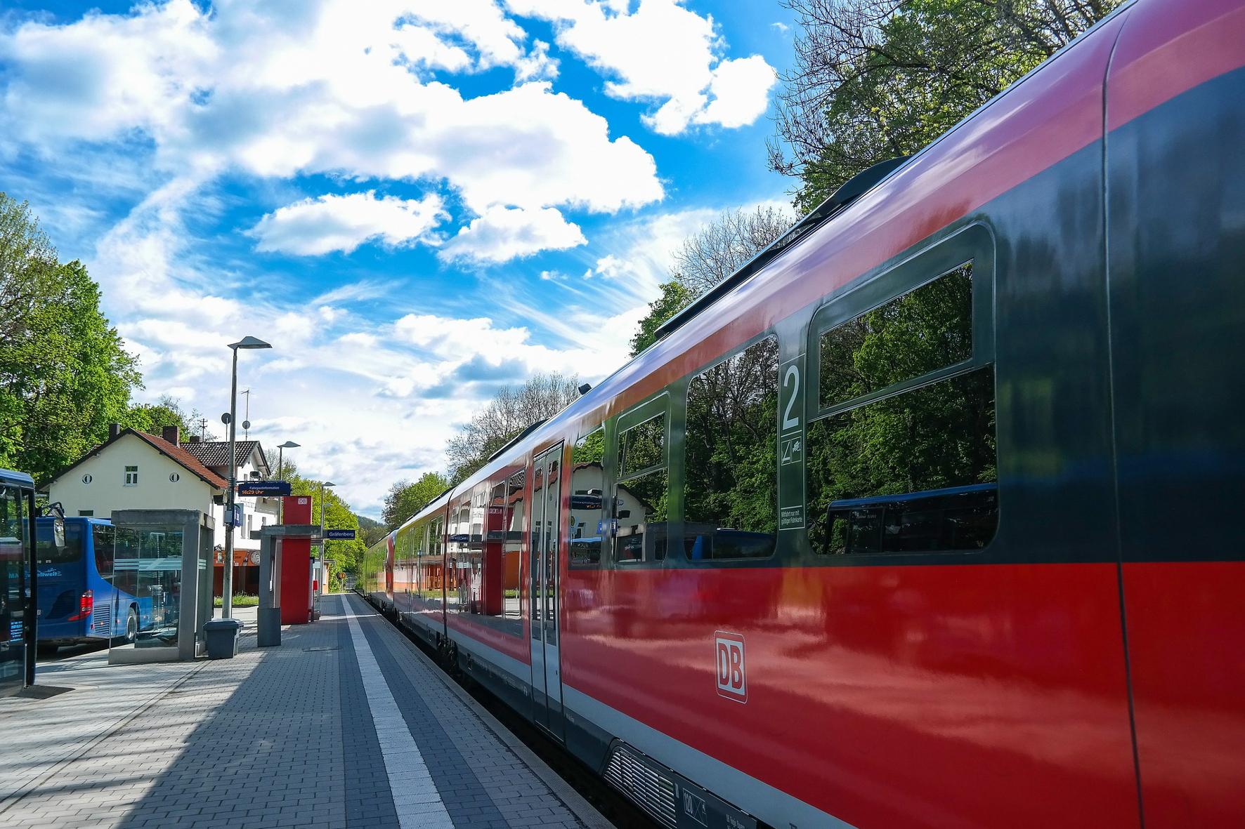 mid Groß-Gerau - Die Fahrgastzahlen der Deutschen Bahn sind in der Corona-Krise drastisch zurückgegangen. IndiraFoto / pixabay.com