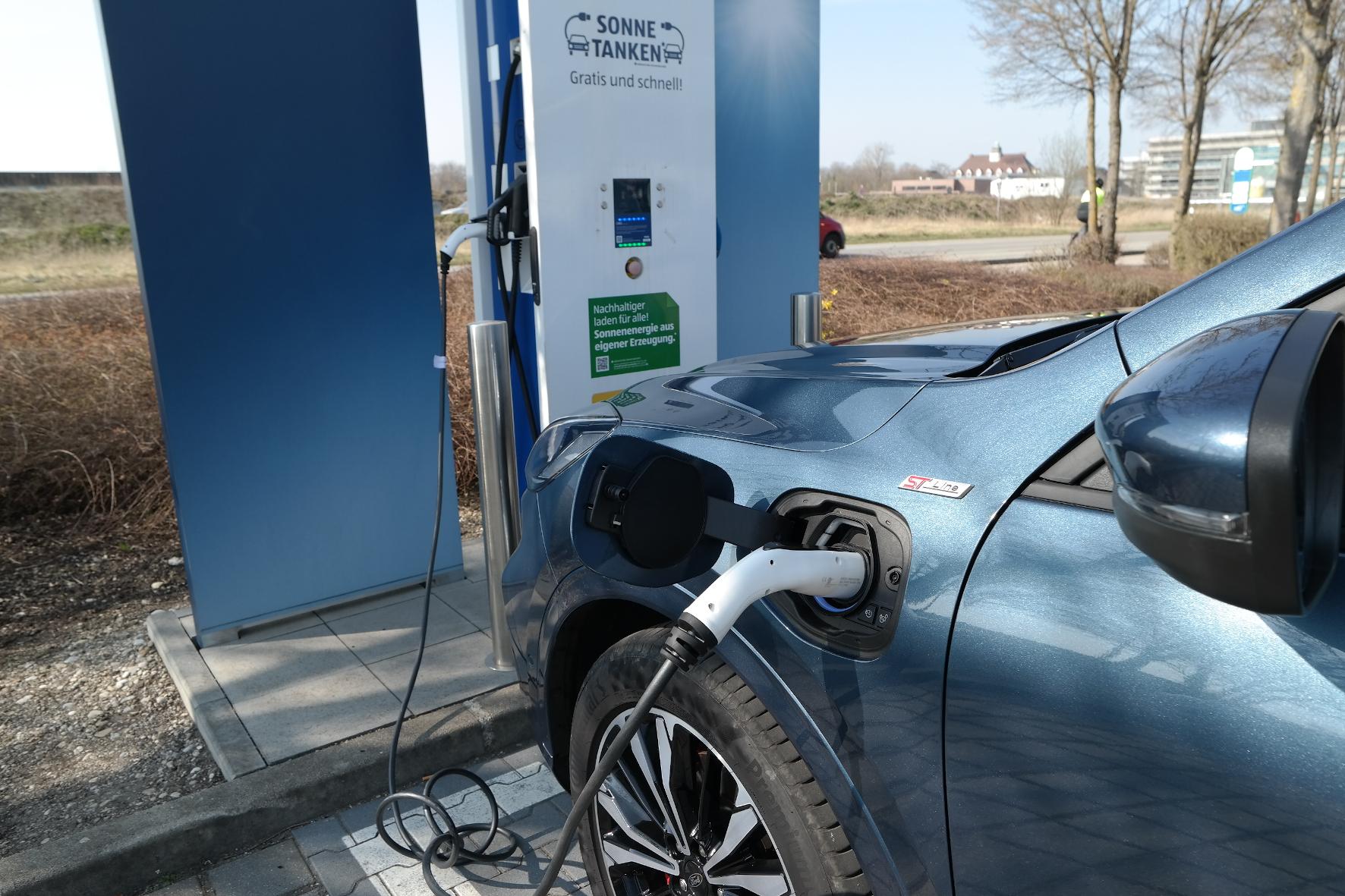 mid Groß-Gerau - Plug-in-Hybride sind nicht immer umweltfreundlicher und sparsamer als reine Verbrenner. Rudolf Huber / mid